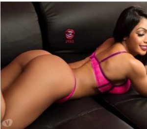 Urbaine bisexual escorts in Miami Lakes