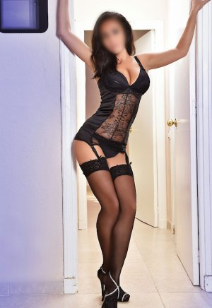 Myriane high end escorts Carpentersville, IL